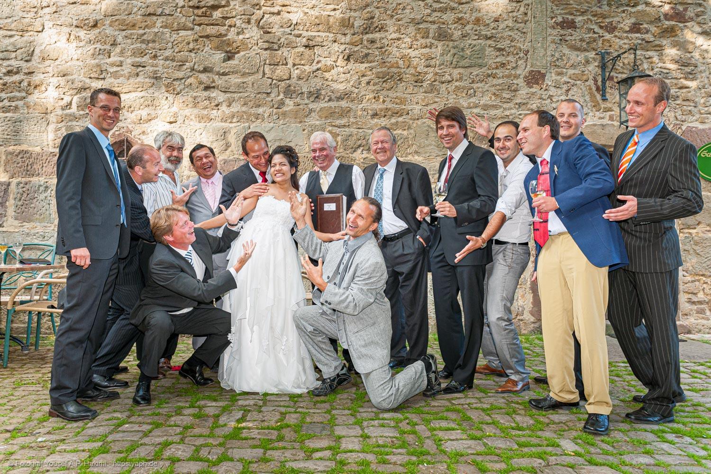 Witzige Brautbilder machen bei der Hochzeitsreportage besonders viel Spaß