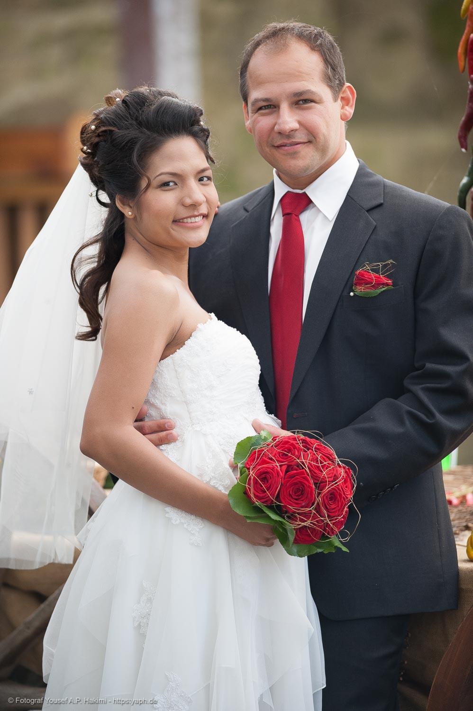 Brautpaar Fotoshooting draußen im Freien von Yaph Photograph Trier