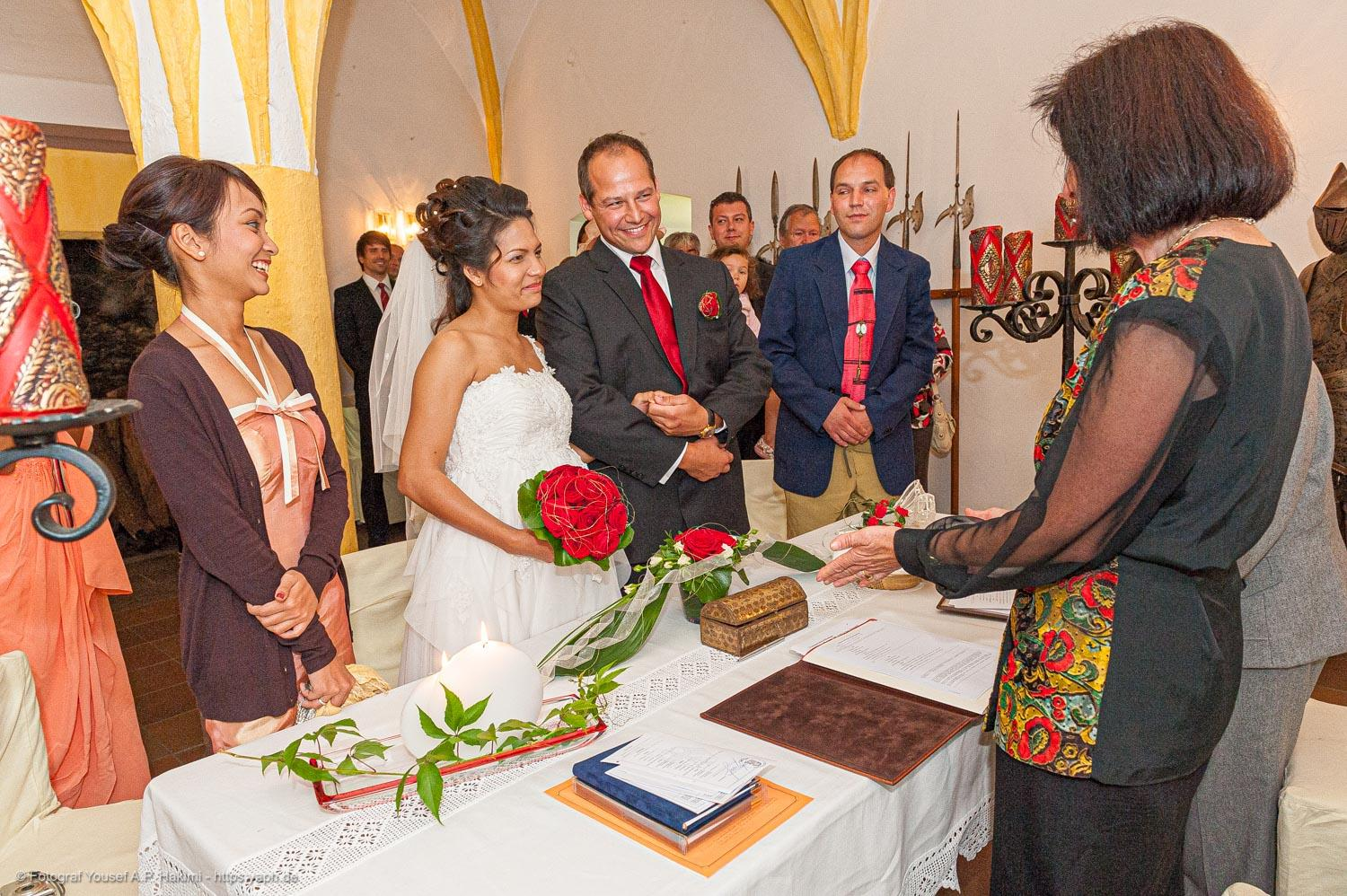 Pictures of the wedding ceremony by Yaph photographer Trier