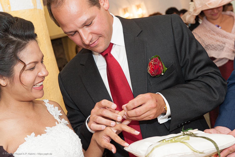 Fotos von der Trauungs-Zeremonie und Hochzeitsreportage von Fotograf Trier Yaph