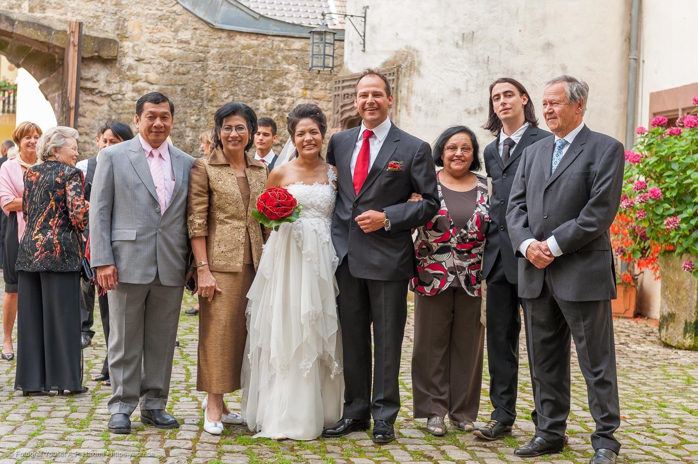 Fotos mit den Brauteltern sind der Wunsch vieler Hochzeitspaare als Erinnerung an das Ereingnis