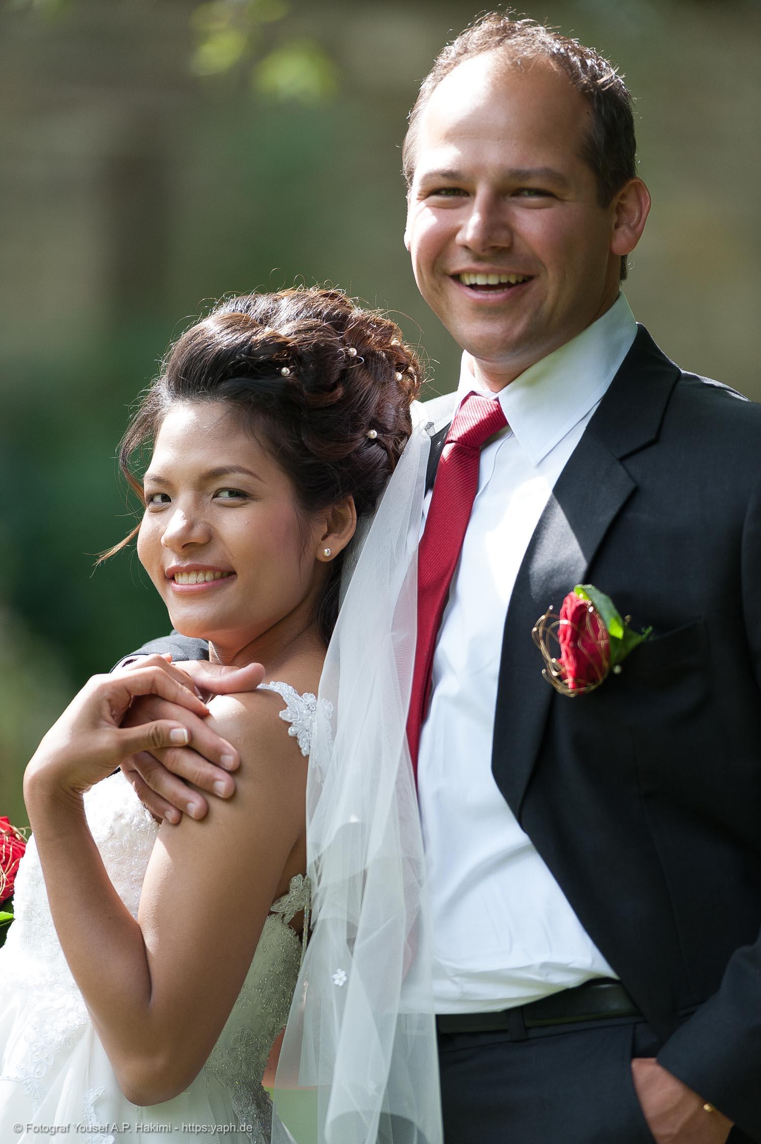 Brautpaarbilder für die Dankeskarte von Fotostudio Yaph Trier
