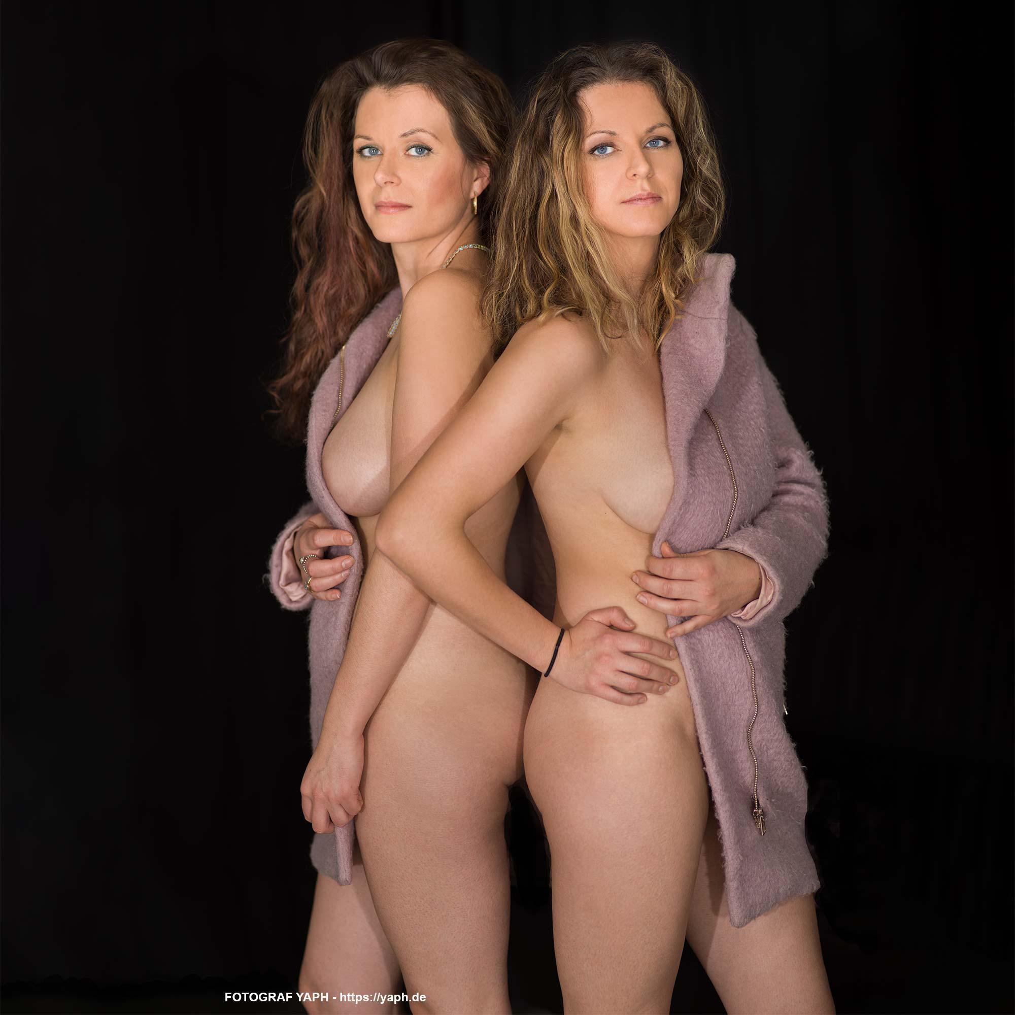 Beauty Fotoshooting mit zwei Zwillingsschwestern Anna und Lotte bei Yaph Fotograf
